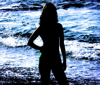 http://indiemusicpeople.com/uploads2/109278_4_2_2009_9_05_49_PM_-_Bikini_Silhouette_Turned_Saturated3-11-09Small.jpg