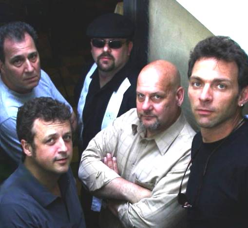 http://indiemusicpeople.com/uploads2/28906_10_3_2007_8_58_45_PM_-_official_JSBrigade_band_photo.jpg