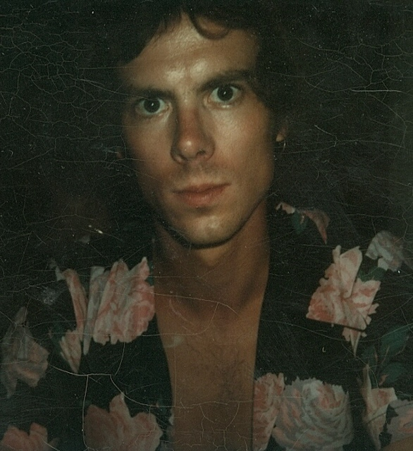 http://indiemusicpeople.com/uploads2/73902_8_1_2009_3_46_31_AM_-_steve_73_flowered_shirt_194_pixels.jpg
