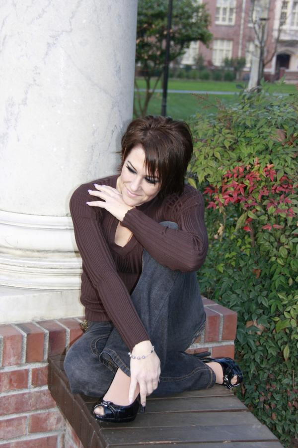 http://indiemusicpeople.com/uploads2/88029_1_17_2008_7_52_05_PM_-_Brown_Sweater_-_Sitting.jpg