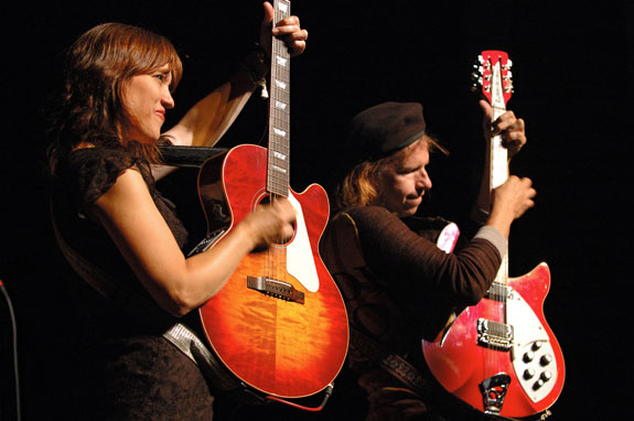 http://indiemusicpeople.com/uploads2/The_Kennedys_-_KennedysPromoPhoto08b.jpg